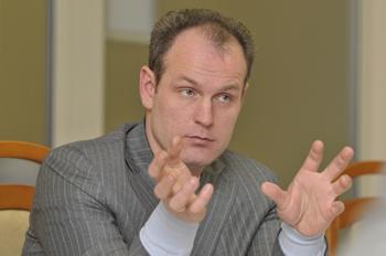 Депутат Королев готов голыми руками давить гадину чиновничьего произвола