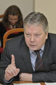 Михаил Васильев предлагает не шутить с народным гневом