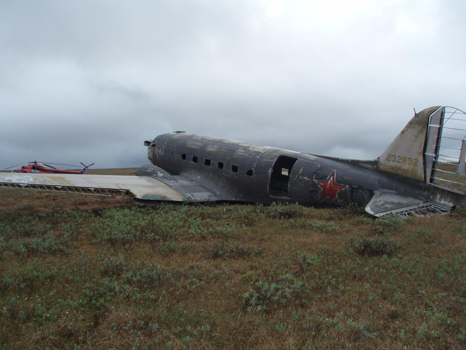 На обшивке самолета, рухнувшего 70 лет назад, нашли послания.