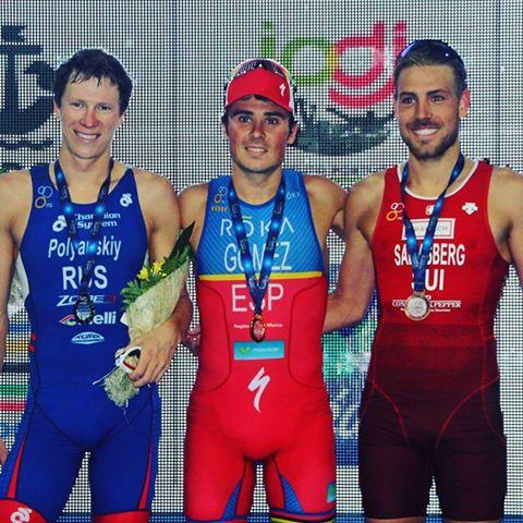 Сборная РФ завоевала две серебряные медали наЧЕ потриатлону