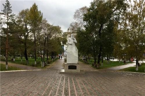 Памятник профессору Войно-Ясенецкому напротив корпуса КрасГМУ