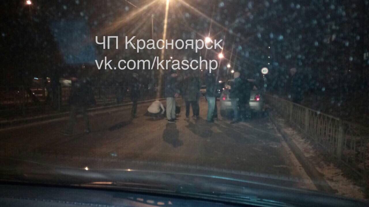 ВКрасноярске шофёр ВАЗа сбил 13-летнюю девочку и исчез
