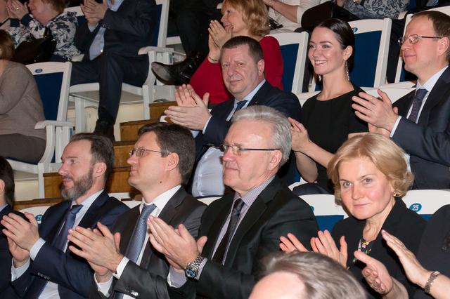 Зрители Московской филармонии три раза вызывали набис красноярский ансамбль