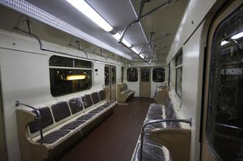 Комплексный интерьер вагона метро