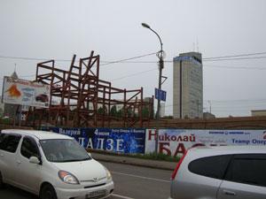Стройка на участке по ул. Дубровинского на разворотном кольце Коммунального моста