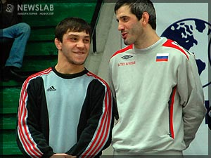 Фото: Махач Муртазалиев и Бувайсар Сайтиев в ожидании наград