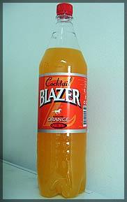 """...коктейля  """"Блэйзер """".  Цветной напиток в пластиковой бутылке ему..."""