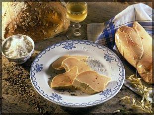 Новое слово: фуа-гра (http://www.aftouch-cuisine.com/images/recettes/Foie-gras-au-Floc-de-Gascogne-et-raisins.jpg)