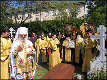 Почить в бозе (http://www.russianorthodoxchurch.ws/01newstucture/images/people/BishAlexander_funeral7.jpg)