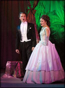 Сцена из спектакля «Сказки Венского леса». Лилия Амарфий в роли Катерины Вальдек