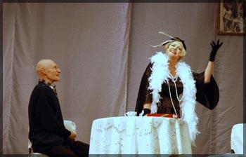 Фото: Сцена из спектакля Жениха вызывали, девочки?