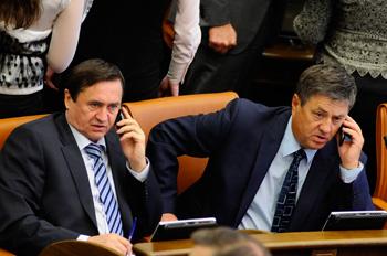 Депутаты Зяблов и Лебедев во время заседания сессии договорились построить новую дорогу